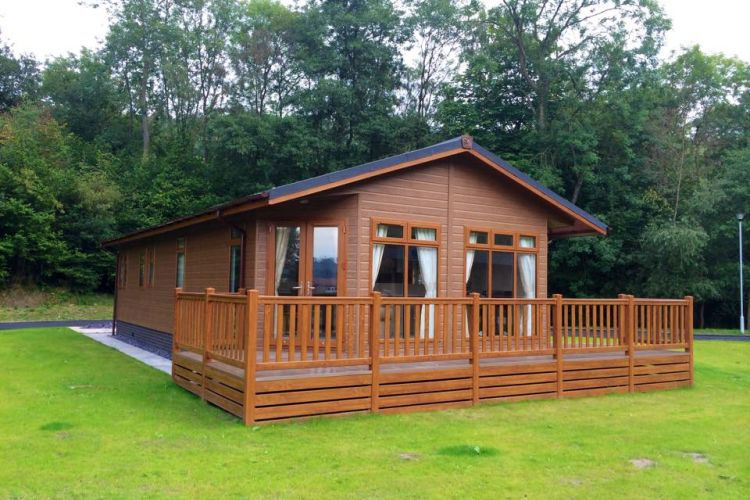 Brand New Statley Albion lakewood lodge 40x20 2 bed lake view plot at Poolview Park